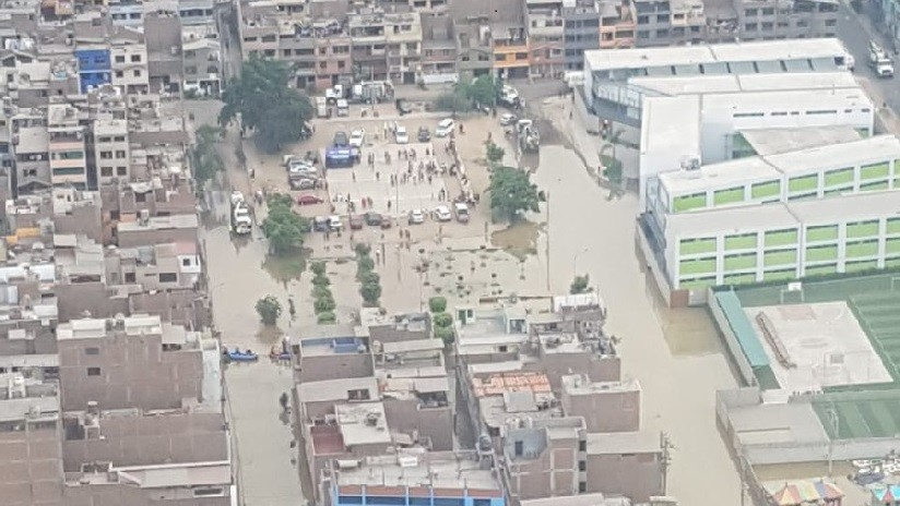 """Alerta sanitaria"": Aguas residuales inundan un distrito en Perú (FOTOS, VIDEO)"
