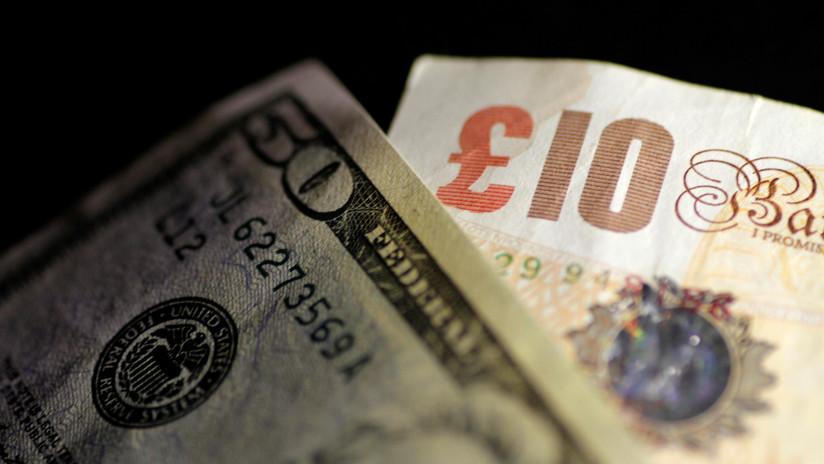 El dólar retrocede mientras la libra esterlina gana terreno antes de la votación por el Brexit