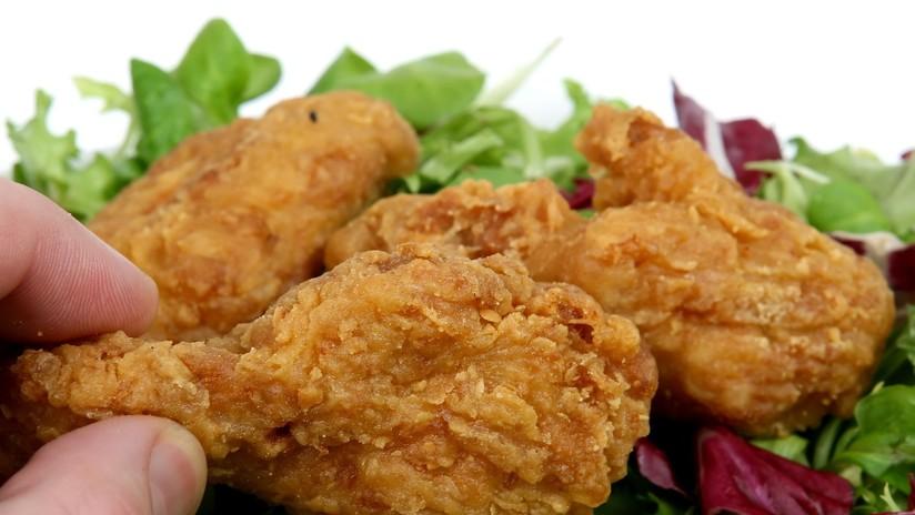 Acusan a KFC, McDonald's, Burger King y otras cadenas de causar miseria y dolor a millones de pollos