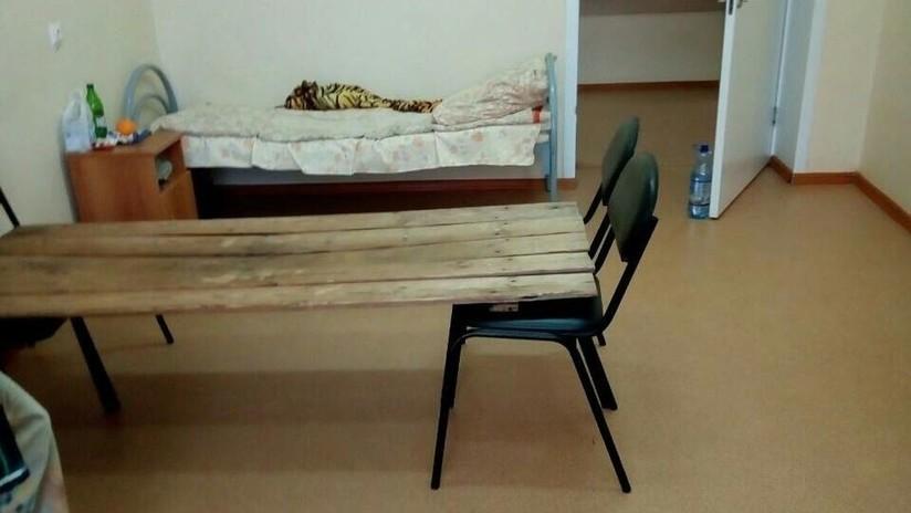 Una cama improvisada hecha de tablas de madera en un hospital ruso despierta indignación