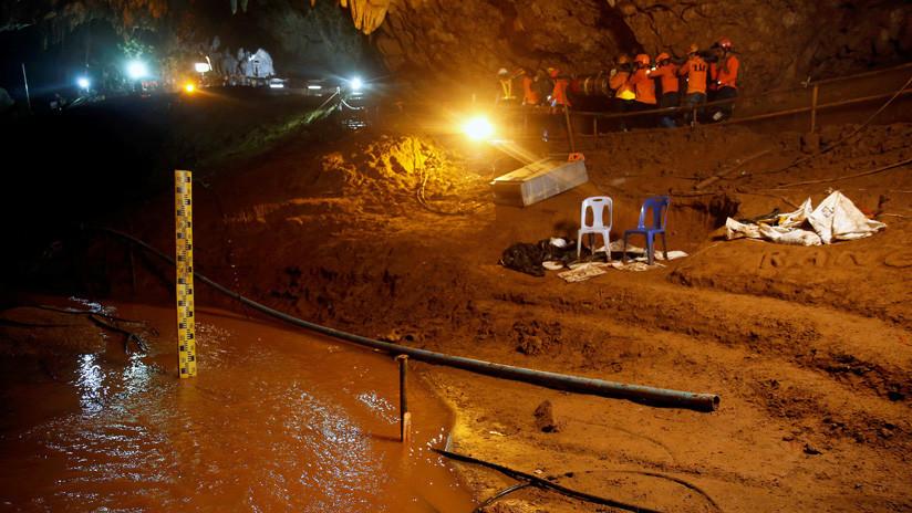 Sedados y esposados: Un libro revela cómo fue el rescate de los niños en la cueva de Tailandia
