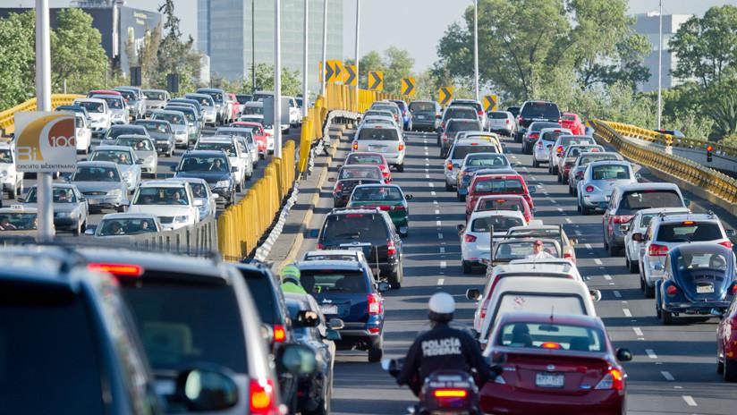 La crisis de abasto de gasolina que abre el debate sobre la movilidad en México