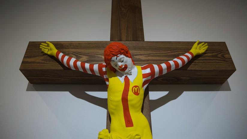Protestas e indignación de cristianos en Israel por la escultura de Ronald McDonald crucificado