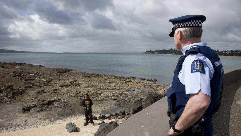 """""""Dañan el país"""": Piden expulsar de Nueva Zelanda a británicos por dejar basura en la playa (VIDEO)"""