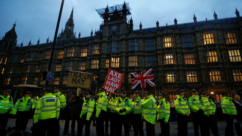 La UE propone a Londres no salir del bloque o celebrar otro referéndum