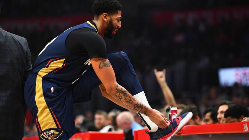 VIDEO: La absurda falta de un jugador de la NBA por intentar robar el zapato a un rival