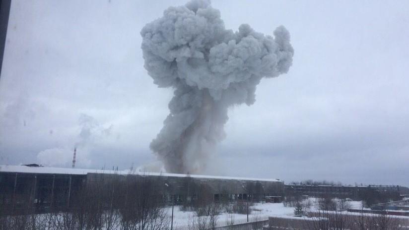 VIDEO, FOTOS: Una fuerte explosión sacude una planta química en el noroeste de Rusia