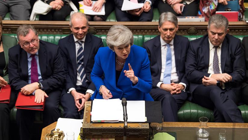 Theresa May invita a Jeremy Corbyn a dialogar sobre la crisis del Brexit