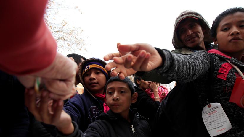 """EE.UU. separó de sus padres a """"miles de niños"""" migrantes en la frontera"""
