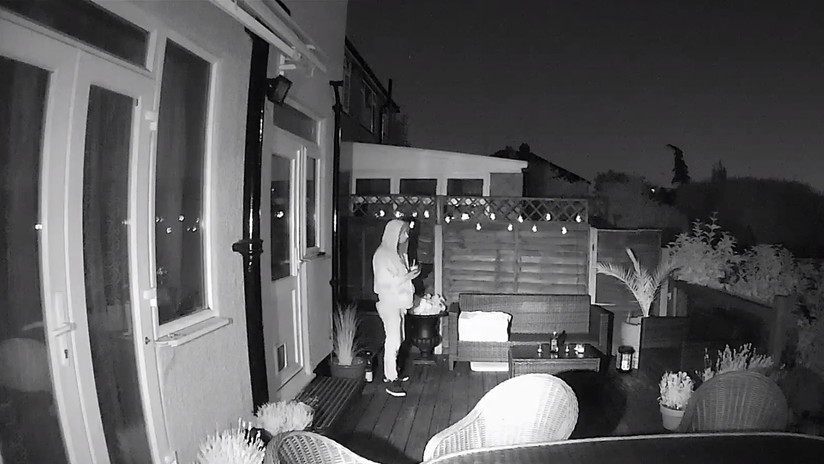 VIDEO: Atrapan a un ladrón de casas tras comer vasos de helado en las casas que robaba