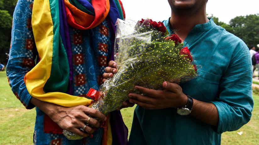 Una pareja de ancianos indios viaja por el mundo ahorrando 4,2 dólares al día vendiendo té