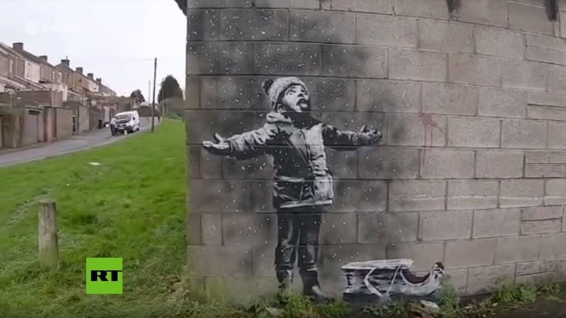VIDEO: El mural del 'niño jugando con cenizas' de Banksy se vende por casi 130.000 dólares