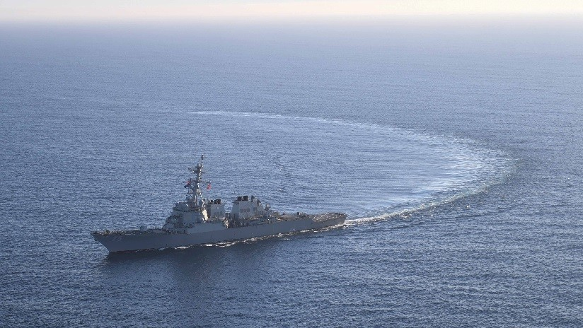 La Flota rusa vigila el buque de guerra de EE.UU. USS Donald Cook tras su entrada en el mar Negro