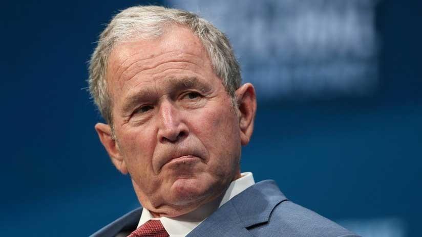 FOTO: Expresidente George W. Bush lleva pizzas a empleados del Servicio Secreto durante el cierre