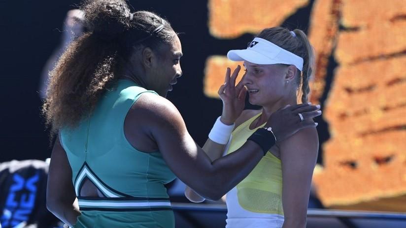 """""""Lo hiciste increíble, no llores"""": Serena Williams consuela a su oponente tras vencerla (VIDEO)"""