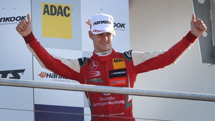 Hijo de Michael Schumacher firma un contrato para unirse a Ferrari