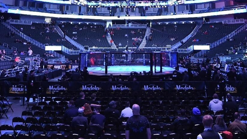 VIDEO: Una luchadora de MMA ignora la petición de su rival a detener la pelea y sigue atacándola