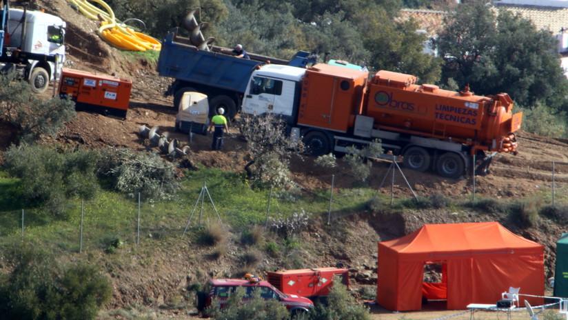 Logran excavar más de la mitad del túnel vertical para sacar al niño español del pozo
