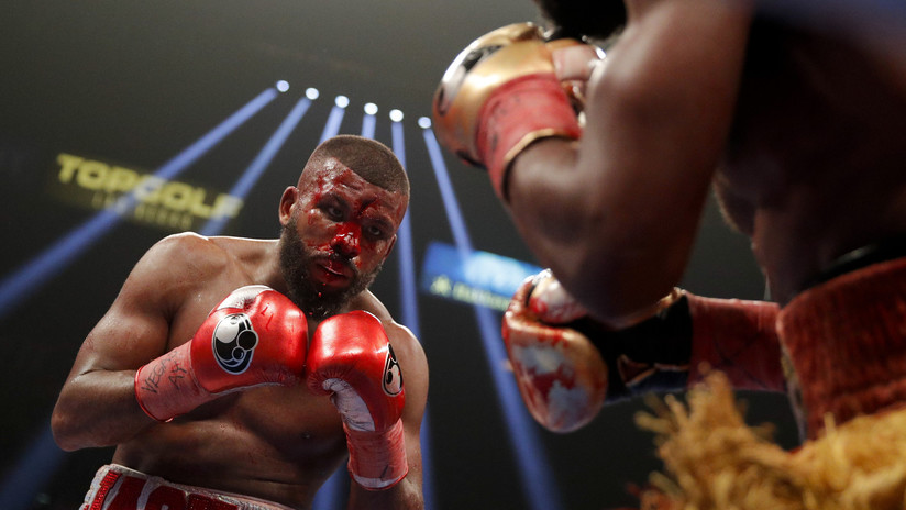 Badou Jack sufre escalofriante corte en la frente durante pelea