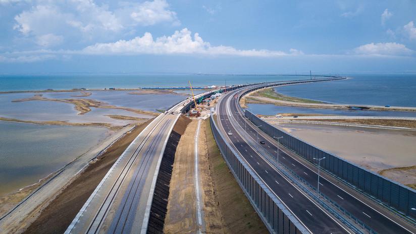 Se completa el primer kilómetro del tramo ferroviario del puente de Crimea