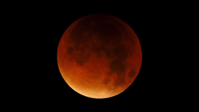 VIDEOS: El espectacular 'triple' fenómeno de la 'superluna de sangre'
