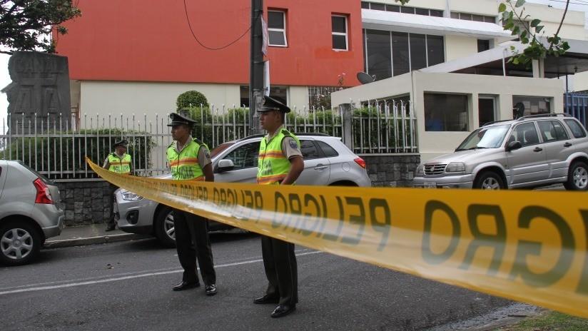 Polémica en Ecuador tras apuñalar hombre a su novia embarazada ante la mirada de policías y testigos