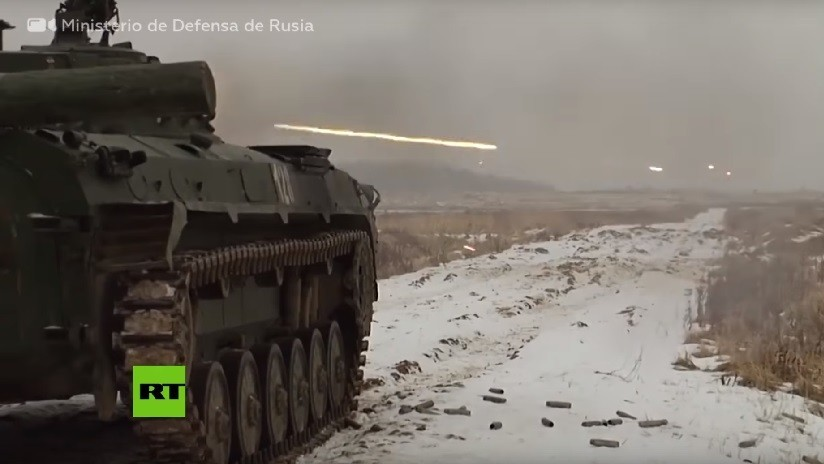 VIDEO: Vehículos de combate rusos destruyen blancos durante preparación para un concurso militar