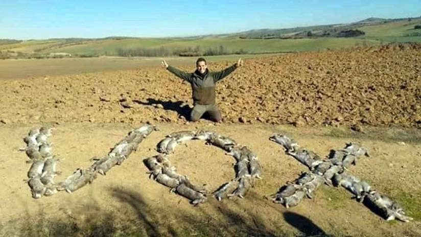 FOTO: El polémico apoyo de un cazador a la extrema derecha española con 50 conejos muertos
