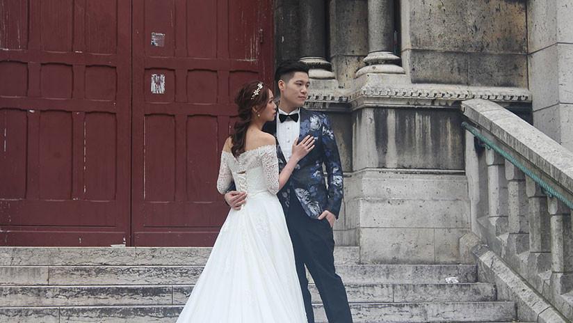 El 'show' debe continuar: No detienen una boda en China a pesar de un incendio (VIDEO)