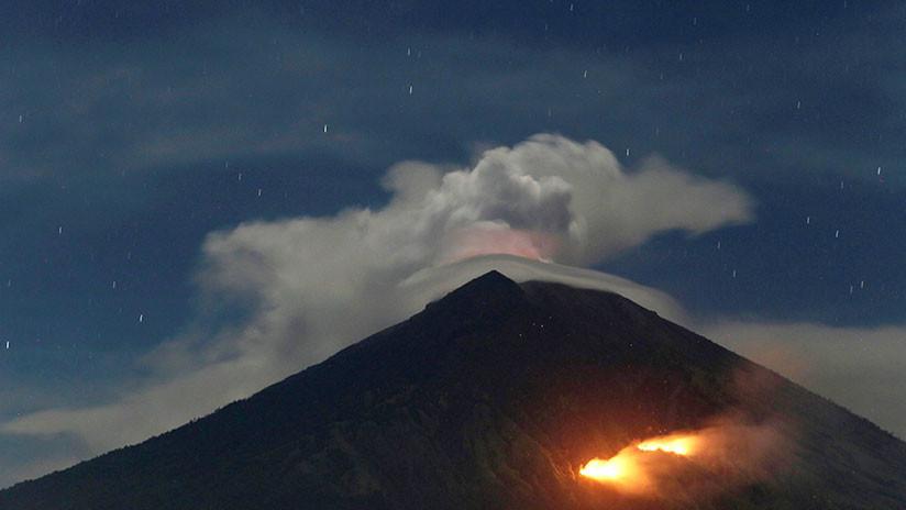 Indonesia: El volcán Monte Agung entra en erupción en Bali