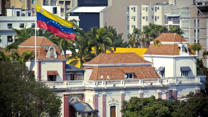 El Gobierno de Venezuela dice que los militares sublevados pretendían asaltar la sede del Ejecutivo