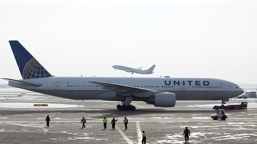 Pasajeros de un avión quedan 16 horas varados soportando un frío extremo tras un aterrizaje forzoso