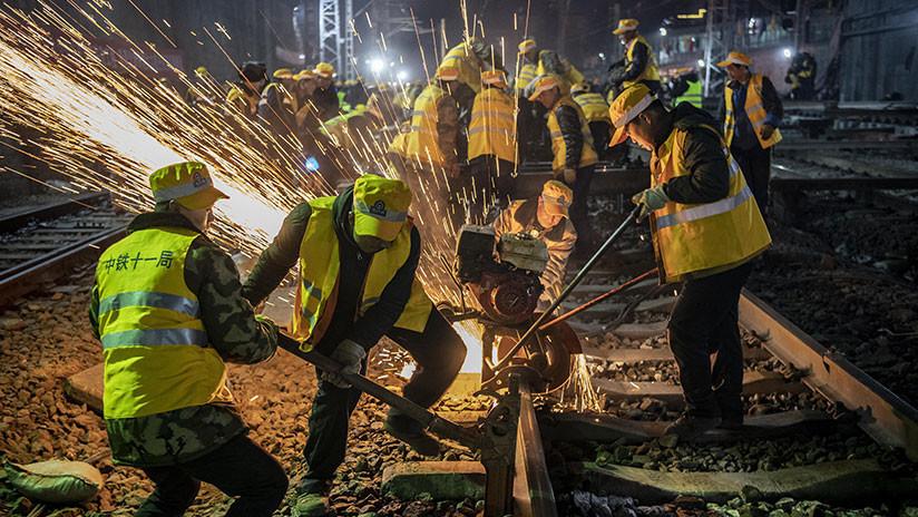 Milagro chino: Mil trabajadores reemplazan en seis horas los rieles de una estación de tren (VIDEO)