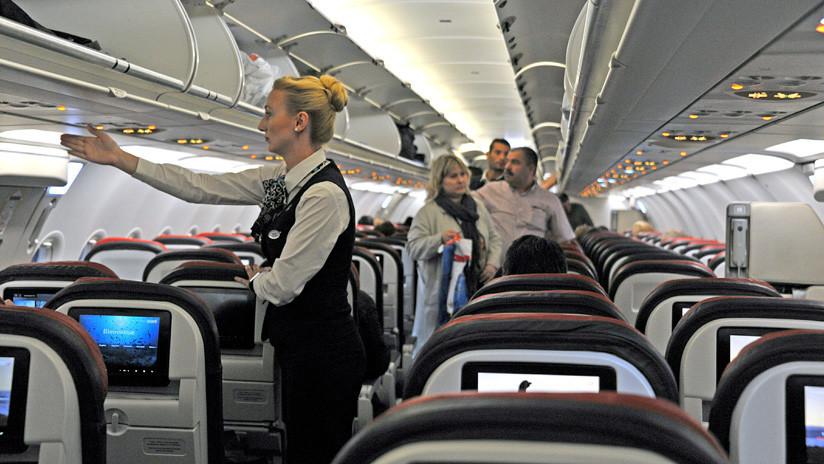Una azafata da a conocer las reglas secretas de conducta a bordo