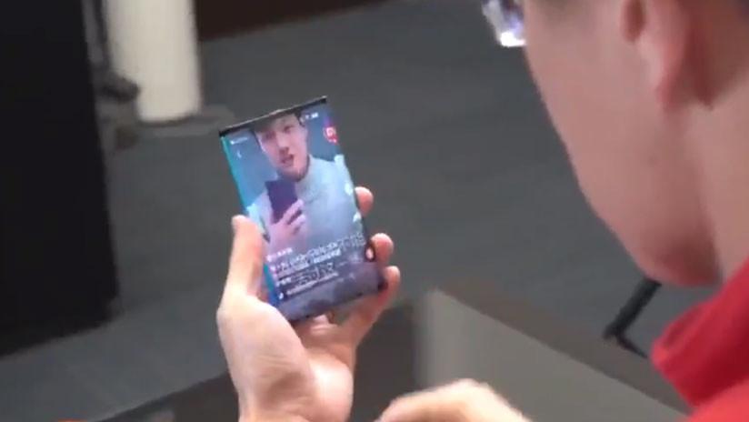 VIDEO: El presidente de Xiaomi presenta su nuevo teléfono inteligente con pantalla plegable (y parece sin parangón)