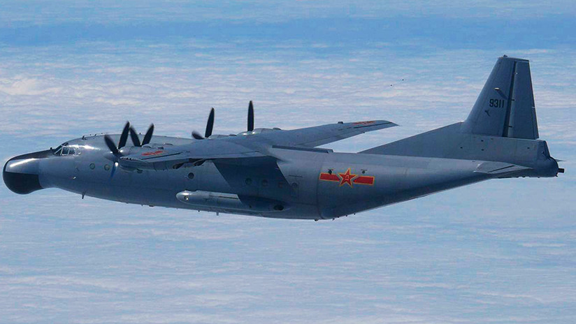 Un caza chino S-30 y un avión de vigilancia Y-8 se acercan a Taiwán