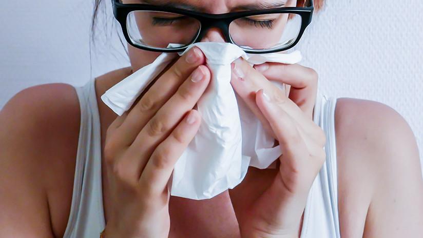 Vende pañuelos 'usados' para que sus clientes puedan decidir cuándo enfermar