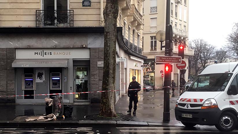 Unos ladrones ponen el cartel de 'cerrado' y emplean más de 3 horas en robar un banco de París