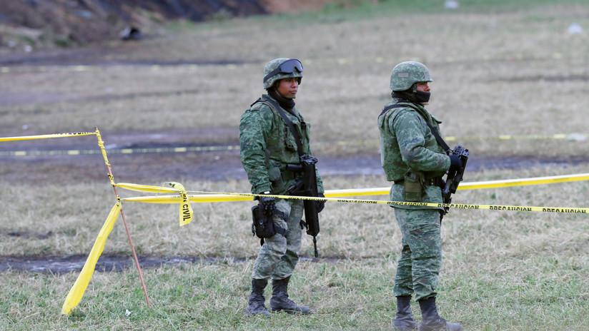 Reportan tres soldados heridos tras choque entre militares y ladrones de combustible en México