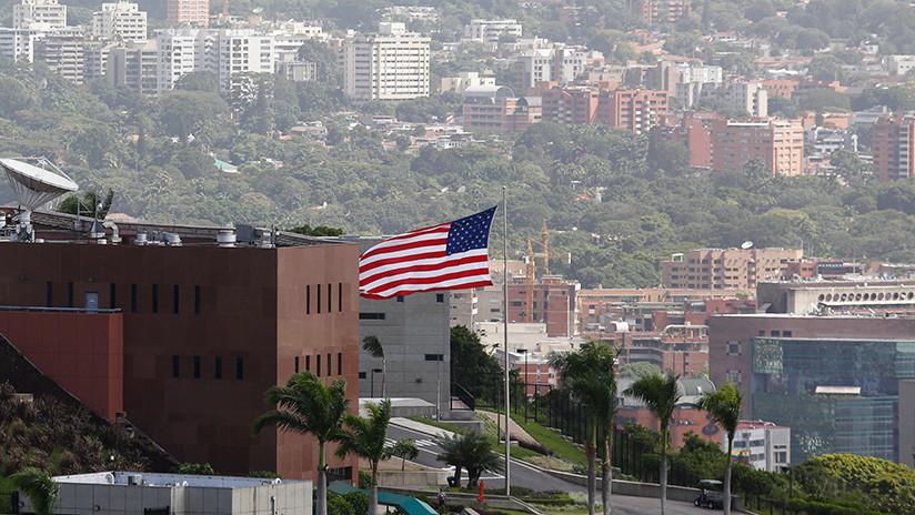 VIDEO: Miembros de la Embajada de EE.UU. en Caracas salen escoltados por la Policía