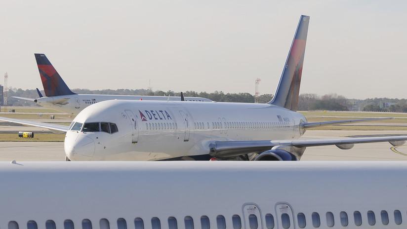 """Mujer que recientemente dio a luz cuenta cómo un pasajero en un avión la llamó """"mujer de dos toneladas"""" y su 'post' se vuelve viral"""