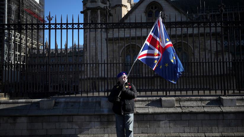 La libra esterlina cae después de que el Parlamento rechazara una enmienda para retrasar el Brexit