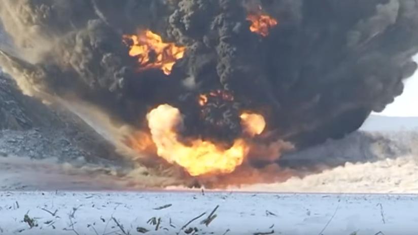 VIDEO: El Ejército ruso vuela una enorme masa de rocas que taponó un río