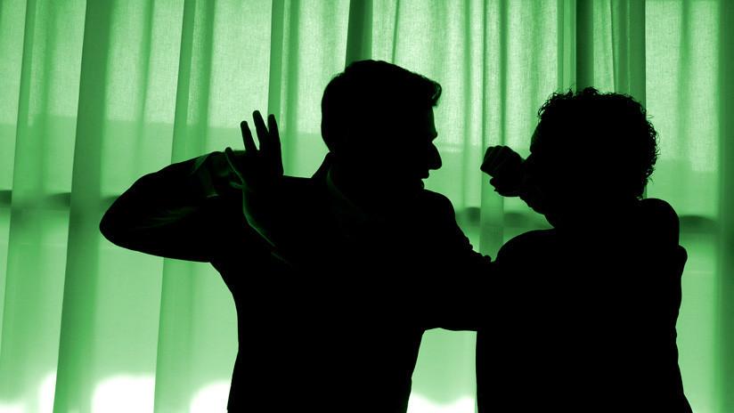 Un sexagenario chino se enfrenta a un atracador armado con un cuchillo