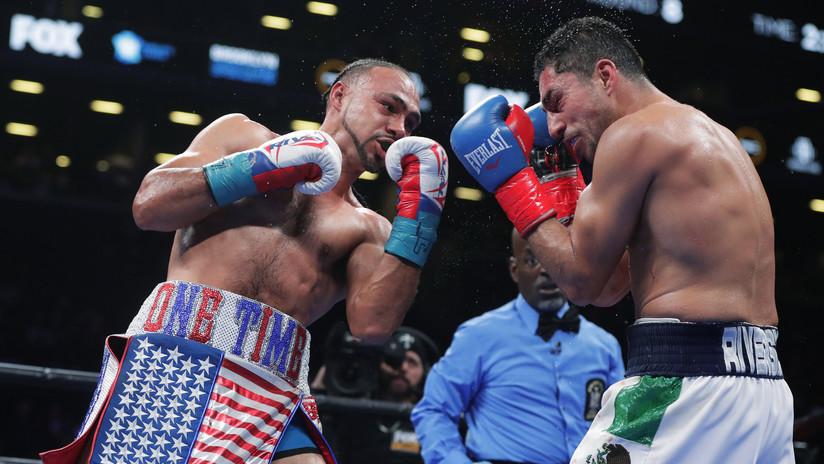 VIDEOS: Las emotivas reacciones de un árbitro durante un combate de boxeo se roban la atención del público