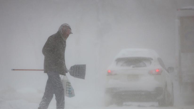 FOTO: Temporal invernal en EE.UU. genera un accidente de más de 20 coches en una carretera