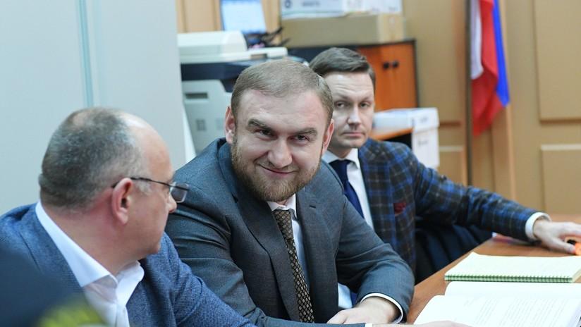 Detienen en plena sesión parlamentaria a un senador ruso acusado de asesinatos