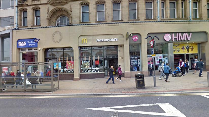 Un hombre resulta herido en el rostro en un ataque con machete en un McDonald's del Reino Unido
