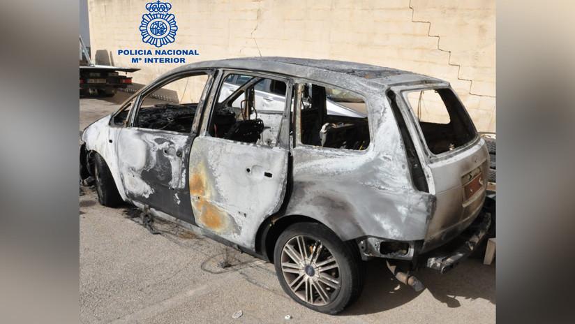 Una mujer prende fuego a un coche con su novio dentro después de que la agrediera en España