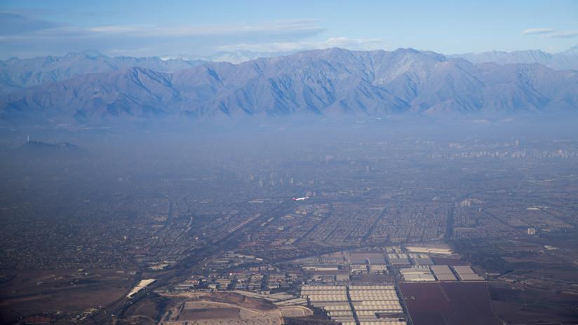 Por qué Santiago de Chile tiene una inmensa nube de contaminación (y cómo se vive debajo de ella)